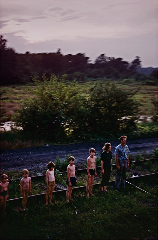 Paul Fusco - Family salutes